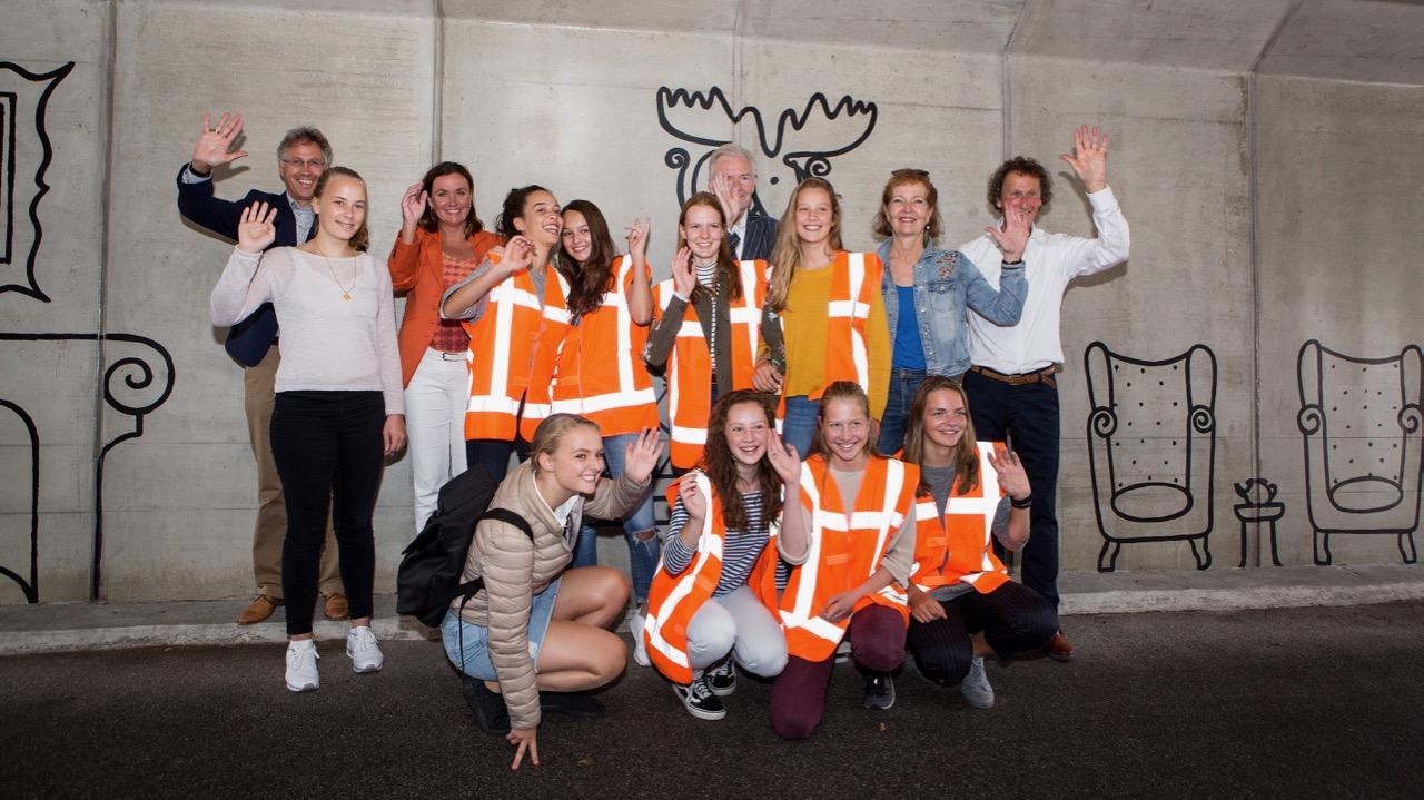 Kunstwerk verfraait fietstunnel Vollenhoven